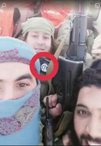 """סמל דאע""""ש על בגדי חוליית היורים"""