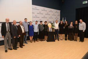 משפחתו של פרופ' צבי ארד עם ראשי המכללה האקדמית נתניה