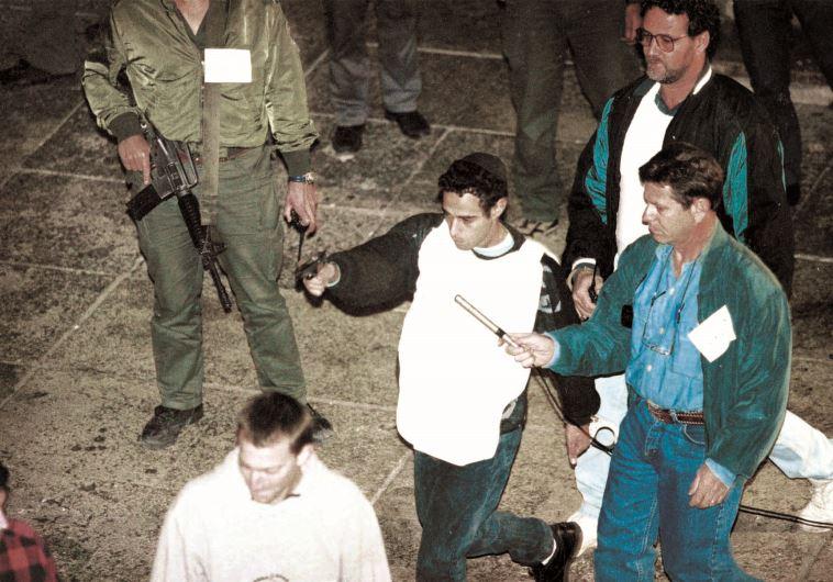 יגאל עמיר משחזר את רצח רבין