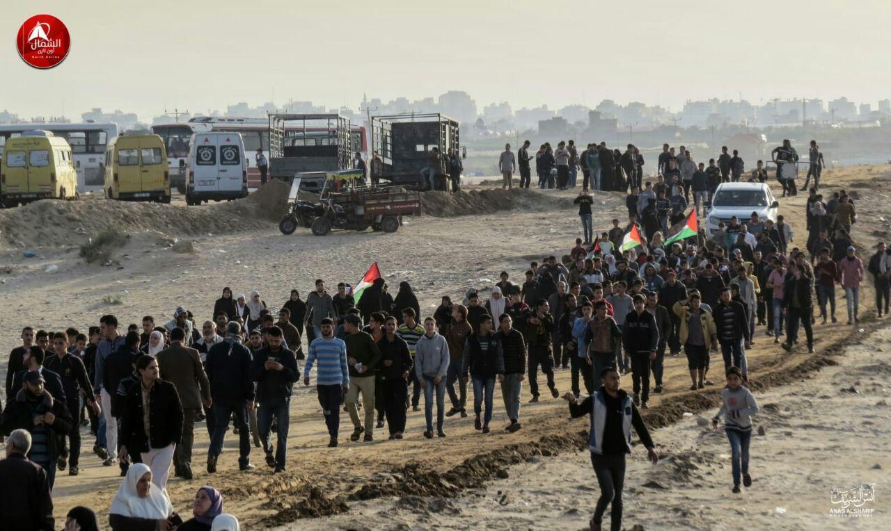 אלפים מגיעים לעימותים בחוף זיקים