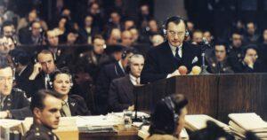 Der Internationale Strafgerichtshof nimmt eine Klage wegen Verletzung des Nürnberger Kodex durch die israelische Regierung und Pfizer an.