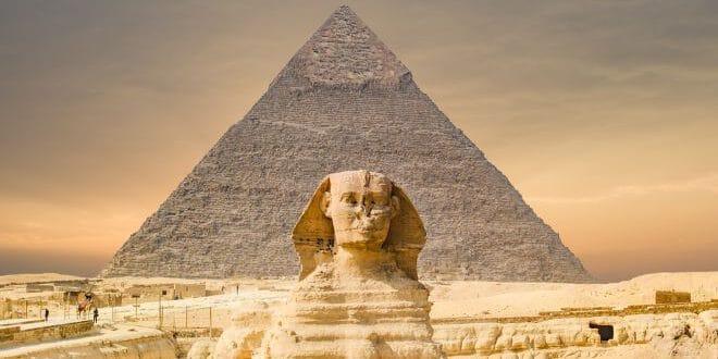 האם ממשלות רוסיה ומצרים מחפשות עצם זר במעמקי אדמת המדבר?